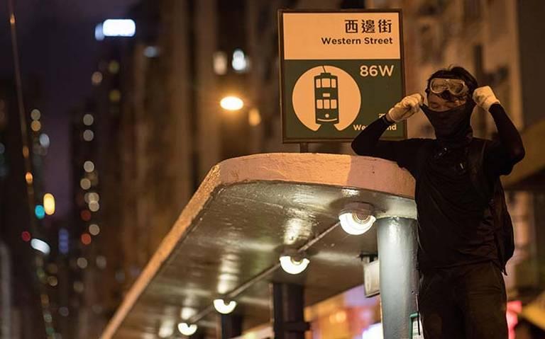 Arrestan a seis hombres por ataque en metro de Hong Kong