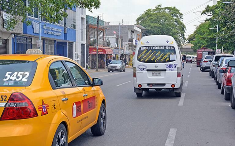 Oficializa gobierno alza al transporte público