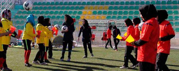 Futbolistas afganas denuncian abuso sexual
