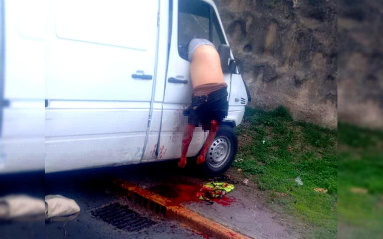 Copiloto muere colgando de ventanilla de camioneta, tras terrible choque en Tlane