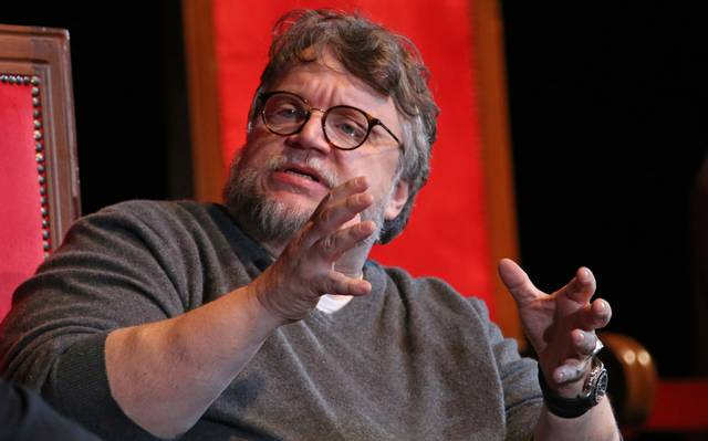 ¡Del Toro lo vuelve hacer! Otorga beca a otra mexicana