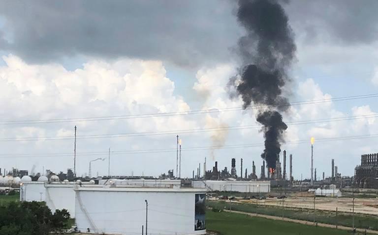 Combaten incendio en refinería de Exxon Mobil en Texas