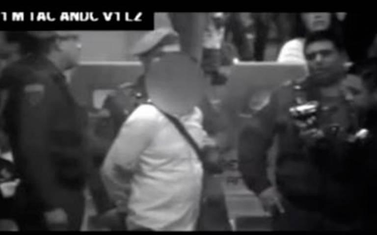 Cae El Chocorrol, presunto líder de banda de roba celulares en el Metro