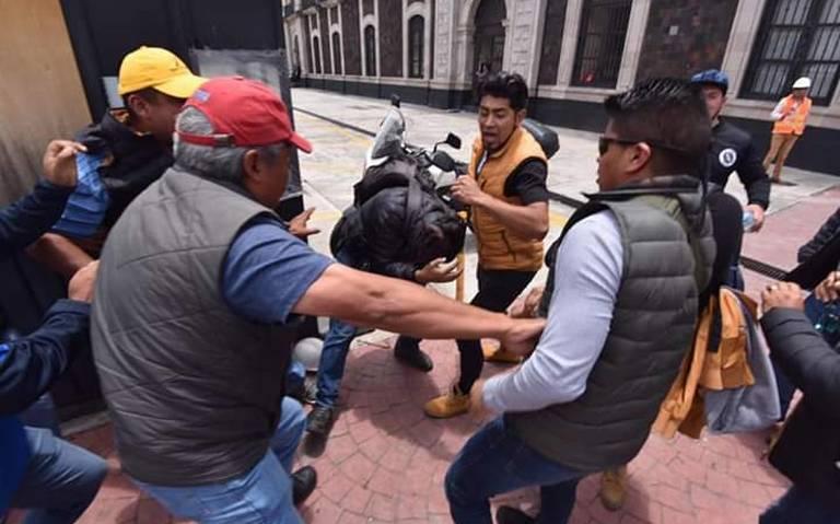 Dan de baja a verificadores tras agredir a periodistas en Toluca