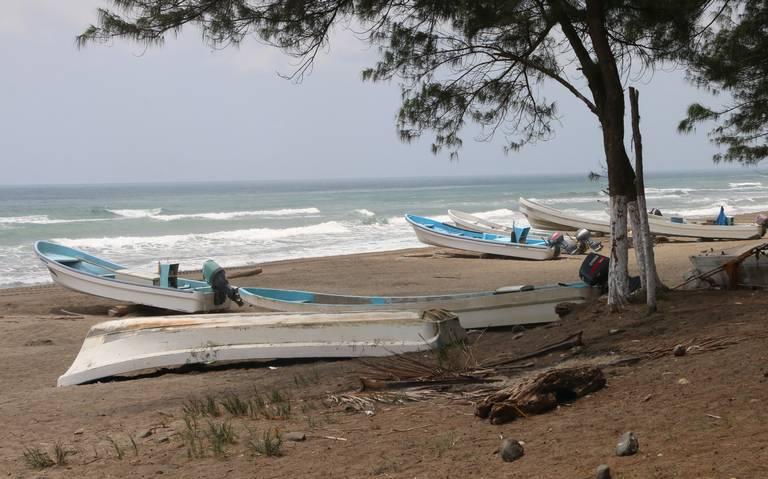 Pescadores veracruzanos paran sus lanchas; actividad ya no es redituable, afirman