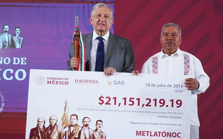 Entrega AMLO 42 millones de pesos a dos municipios de Guerrero