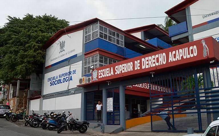 Alumnos de la UAGro amenazan a profes a cambio de buenas calificaciones