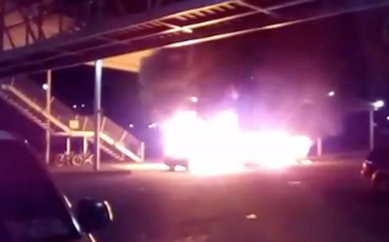 Incendian dos combis en Tecámac y una en la GAM