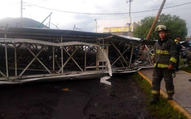 Cae espectacular por lluvia y viento en la CDMX, reportan varios heridos