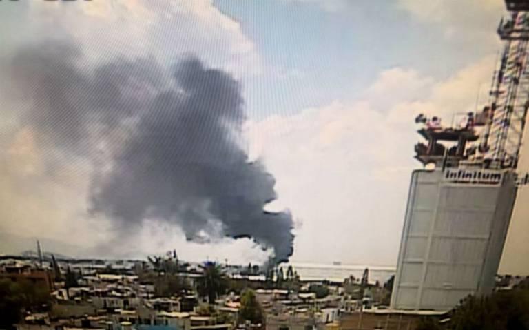 Se registra incendio en inmediaciones de la Central de Abasto en Iztapalapa
