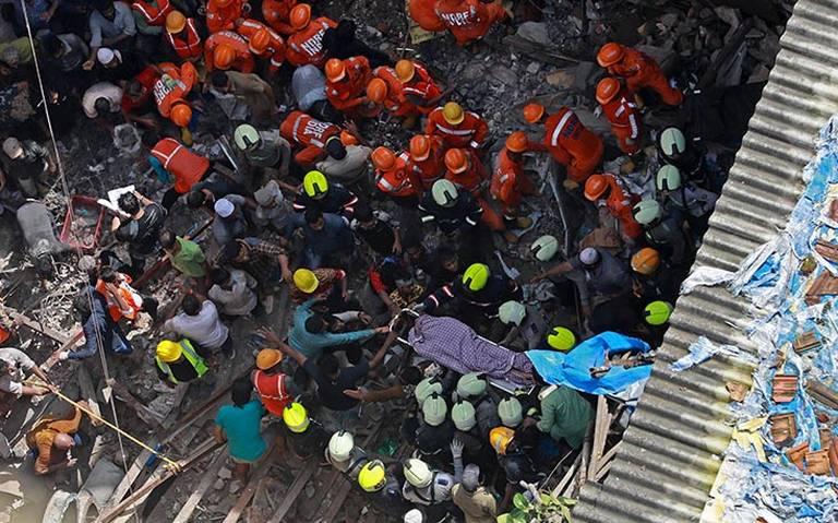 Mueren 12 personas tras colapsar edificio en la India