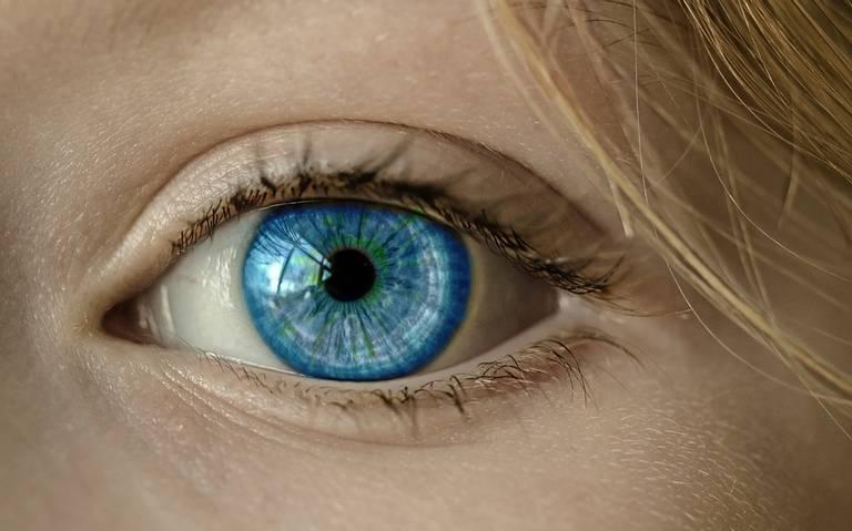 La luz azul de los smartphones puede provocar ceguera, aseguran científicos