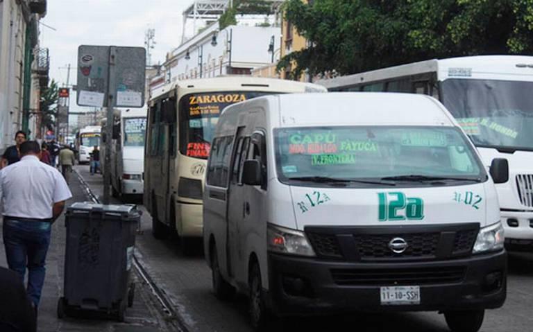 Reubicarán más de 60 rutas de transporte público para combatir ambulantaje