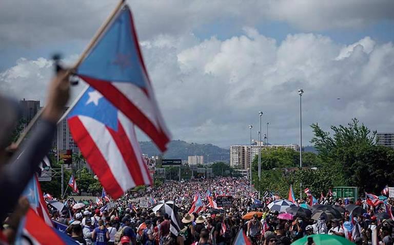 Juez ordena registrar celulares de funcionarios tras crisis política en Puerto Rico