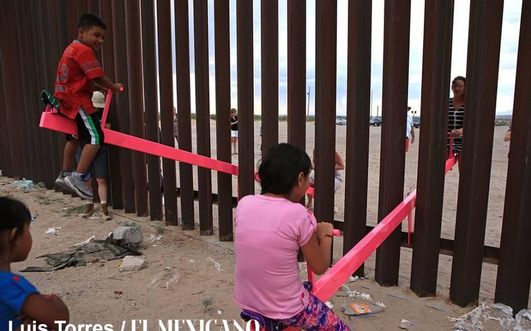 """Con """"sube y baja"""" en muro fronterizo buscan unir a México y EU"""