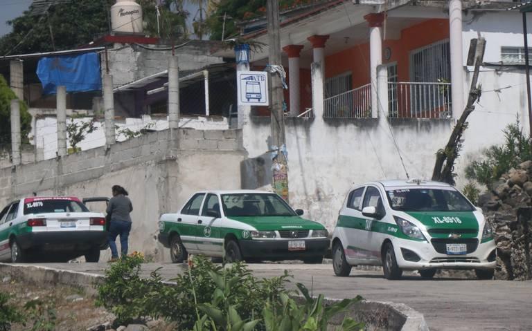 Taxistas de Xalapa invaden rutas de camioneros en la región