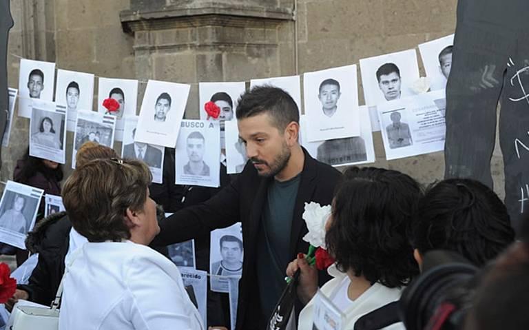 Diego Luna se suma a protesta en CDMX de familiares de desaparecidos