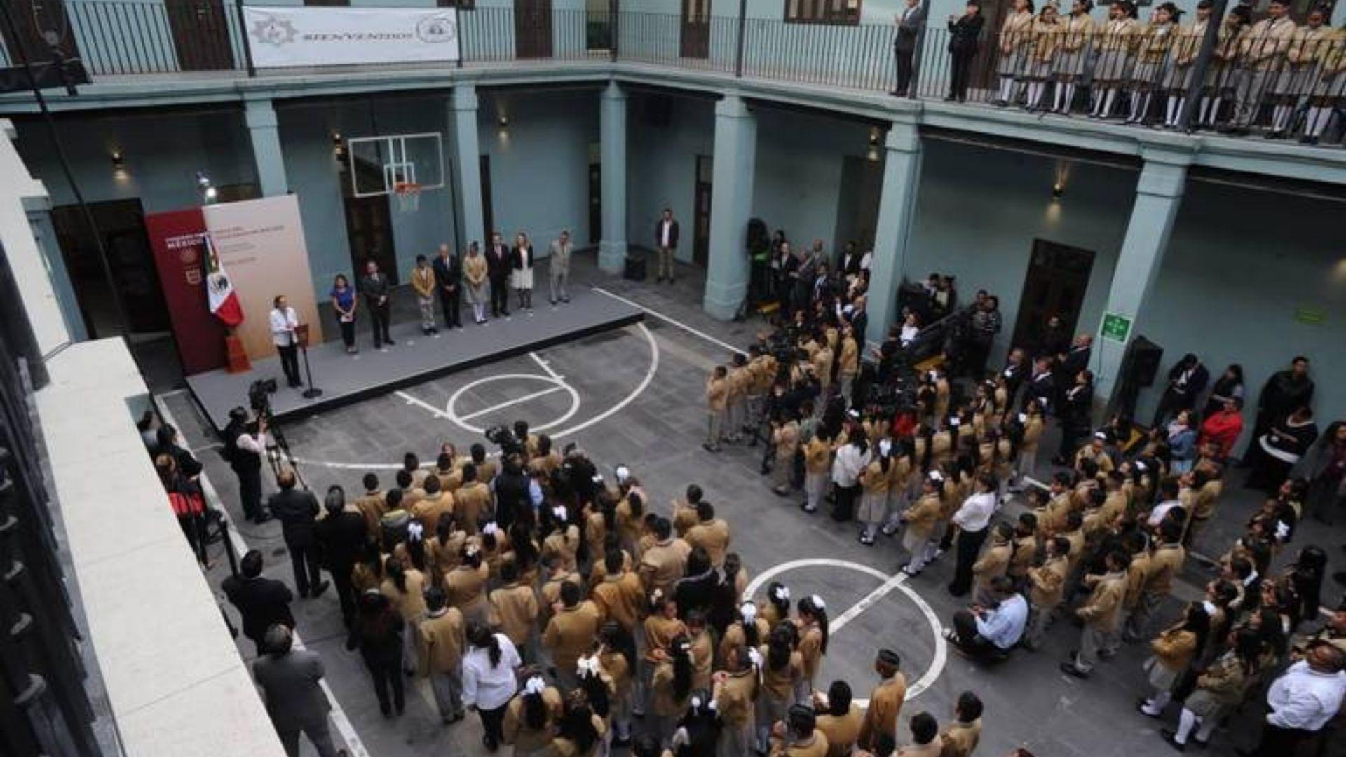 """Ciclo escolar arranca sin """"problemas mayores"""": AMLO"""