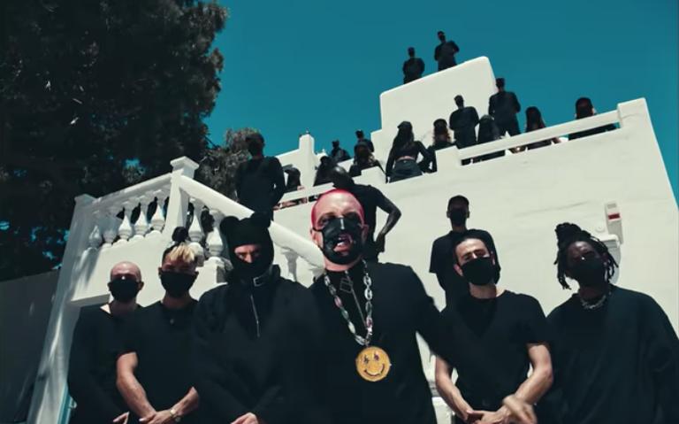 Bad Bunny y J Balvin lanzan video filmado en isla griega de Mykonos