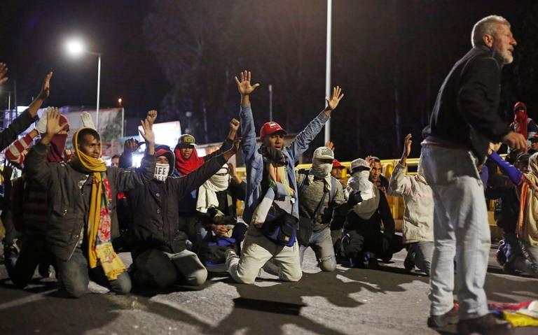 Caos y bloqueos en frontera de Colombia por llegada de venezolanos