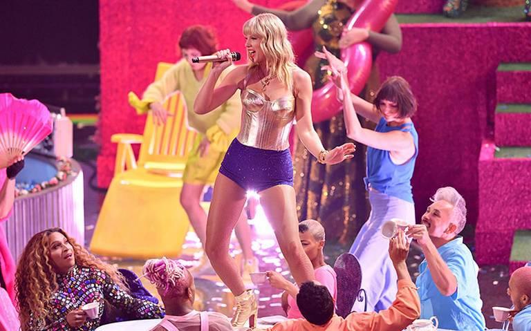 Taylor Swift y Rosalía brillan en los VMA de MTV