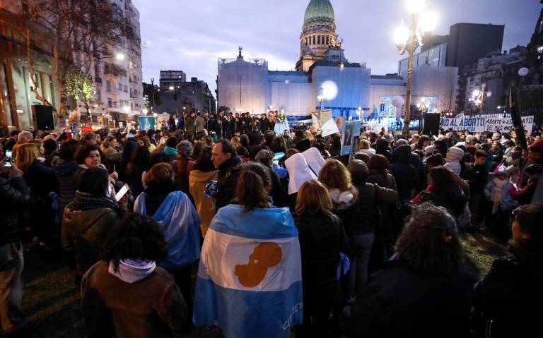 Mercados de Argentina profundizan bajas pese a medidas económicas