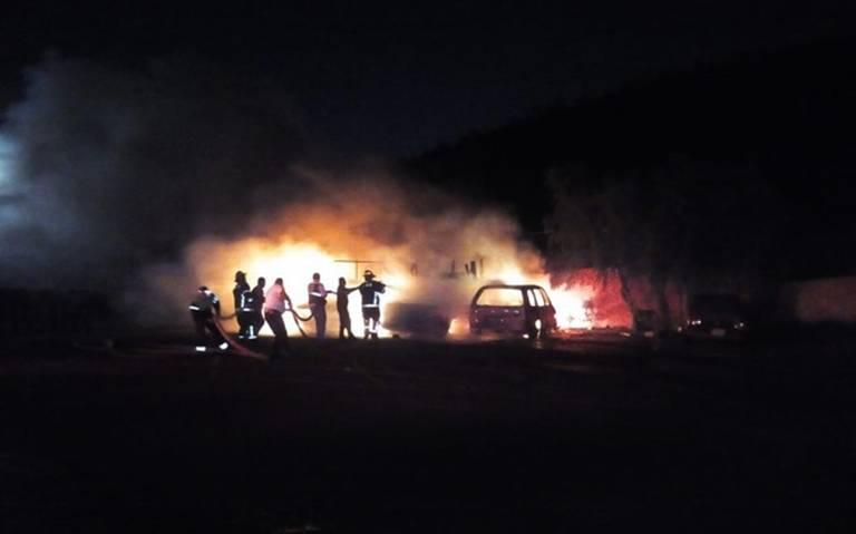 Problemas familiares dejan cuatro vehículos quemados en Gustavo A. Madero