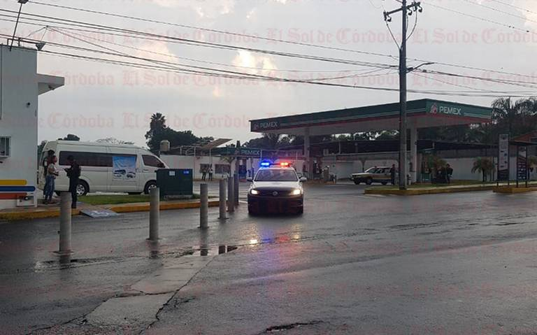 Asalta comando gasolinera; policía captura a dos