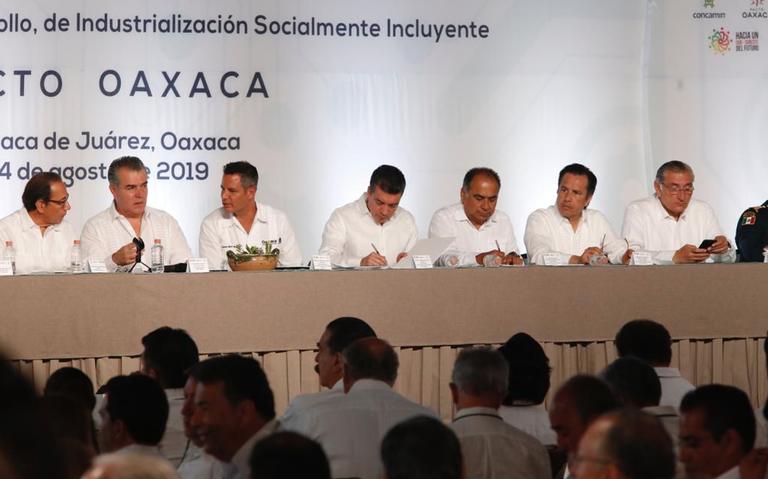 Gobernadores y Concamin firman Pacto Oaxaca