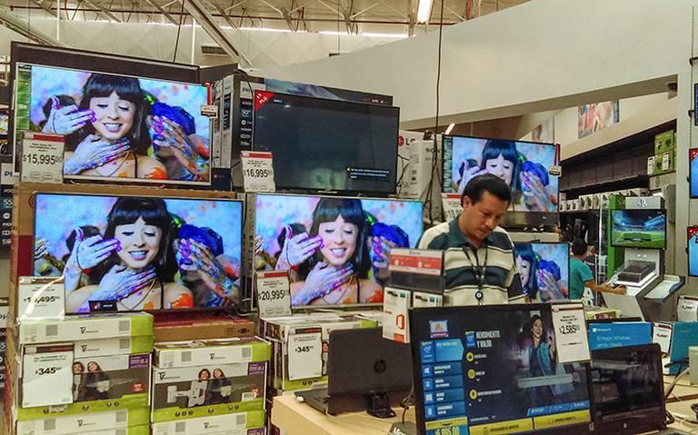 Confianza del consumidor hila su quinta baja mensual en julio