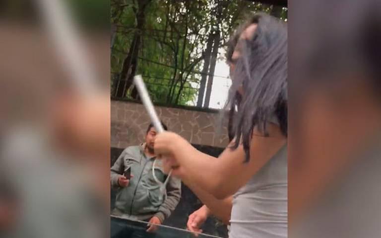 [Video] Lady Piñata destroza auto en Tlalpan; ya es buscada