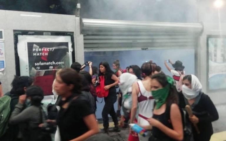 Marcha feminista deja 34 heridos