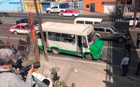 Balacera en microbús deja un muerto en Iztapalapa