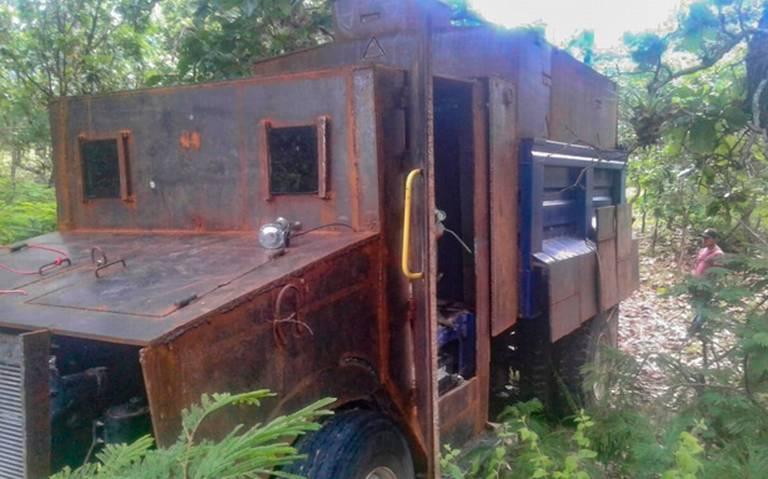 Policía comunitaria de Guerrero decomisa camión de volteo modificado
