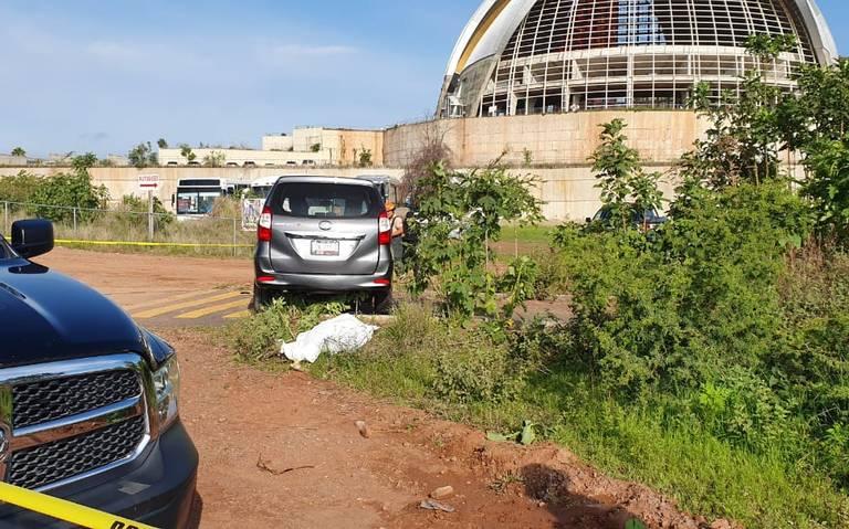 Monja arrolla a fieles que participaban en procesión; una mujer murió