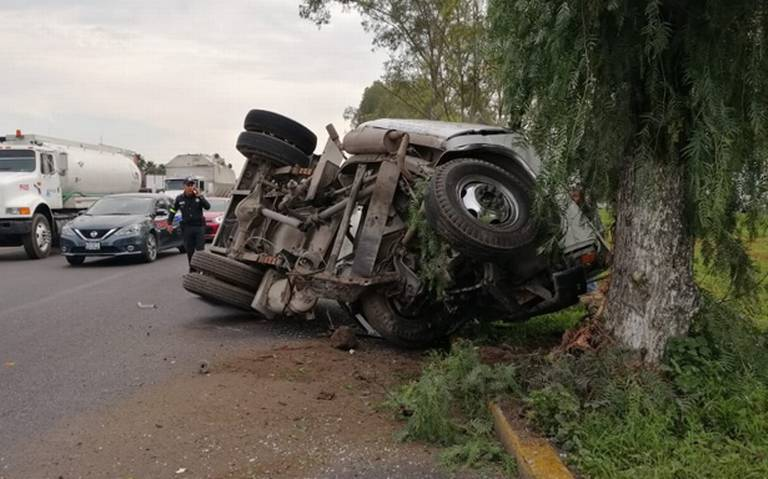 Vuelca pipa de gas en carretera Texcoco- Lechería