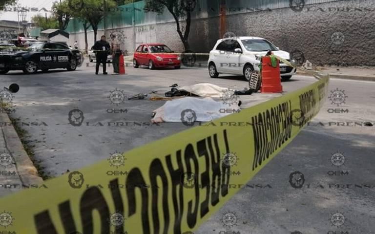 Muere trabajadores por intoxicación al desazolvar alcantarilla en Tlanepantla