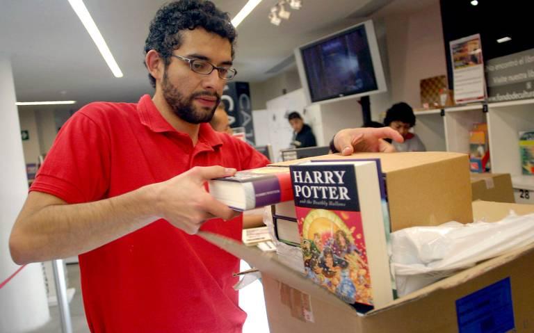 """Retiran libros de Harry Potter en un colegio por contener """"hechizos reales"""""""