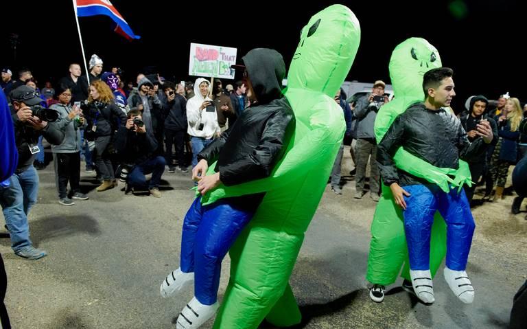 """""""Aliens"""" y humanos se reúnen en el Área 51"""