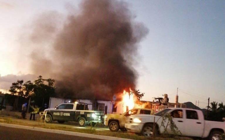 Sicarios secuestran a un hombre y queman su casa con la familia adentro