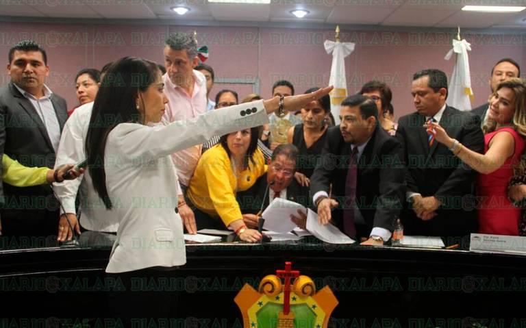 ¡Se dan con todo!, en Congreso local por destitución de Fiscal