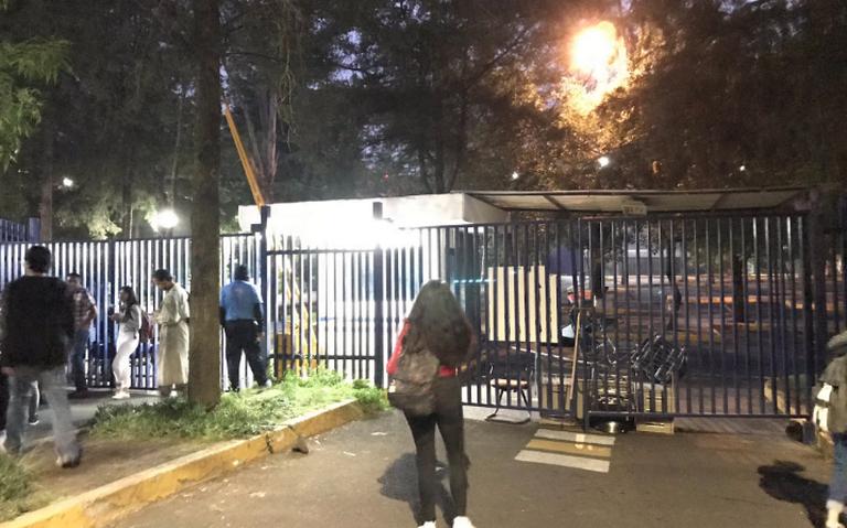 Encapuchados toman la FCPyS de UNAM; rechazan visita de Ricardo Anaya