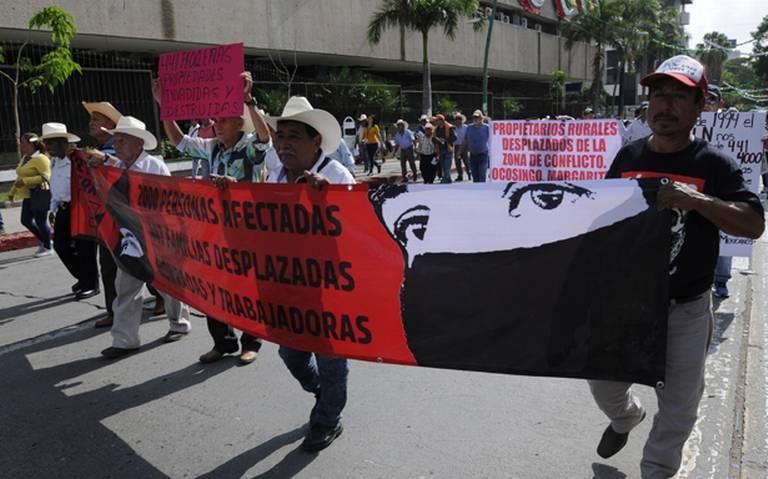 Propietarios rurales demandan entrega de predios ocupados por el EZLN