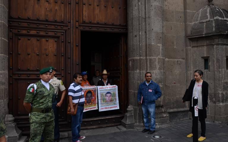 Abren Congreso a papás de los 43 de Ayotzinapa a cinco años de su desaparición