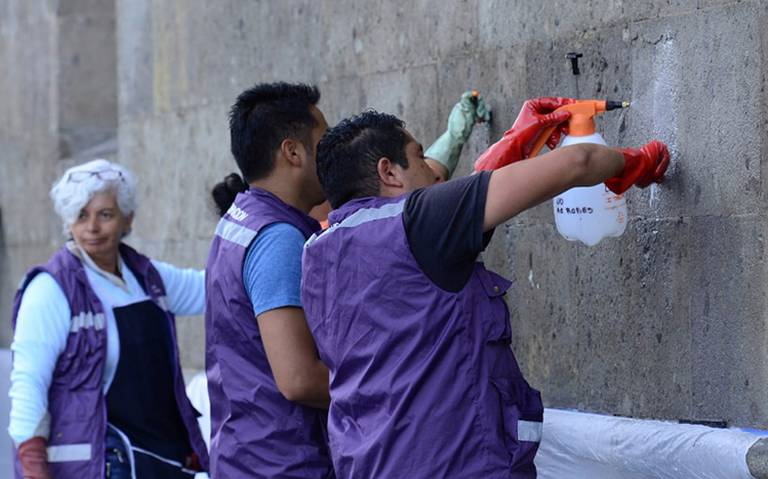 Quitan pintas de Palacio Nacional tras actos vandálicos durante marcha por Ayotzinapa