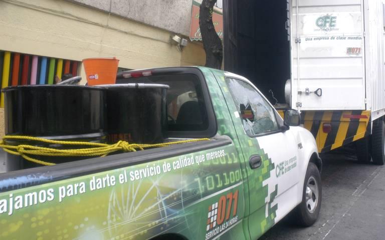 Sin licitar, CFE renta 10 mil vehículos
