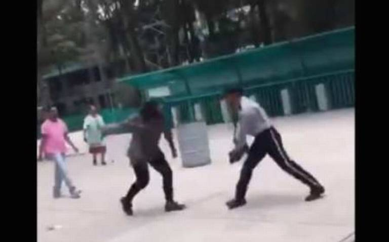 Guardia golpea a mujeres en un bachilleres y así reaccionan en redes