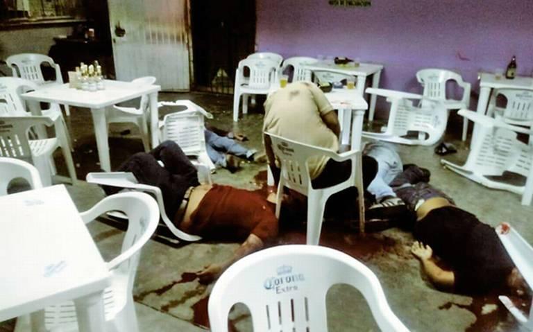 Víctimas de masacre eran familiares: FGE