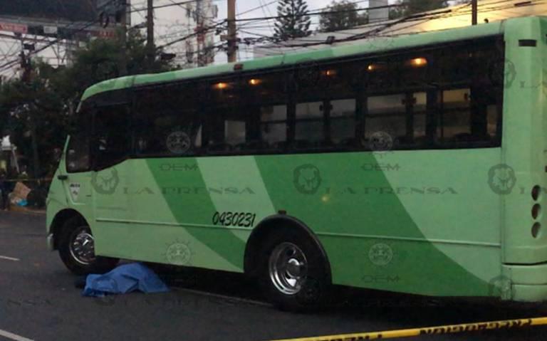 Muere atropellada por camión de transporte público afuera de Metro Viveros