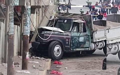 Madre e hija mueren aplastadas por camión en Ixtapaluca